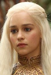Daenerys-Targaryen-Season-2-daenerys-targaryen-37245585-2592-3888